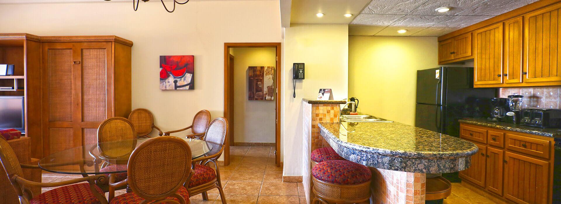 comedor y cocina en la suite