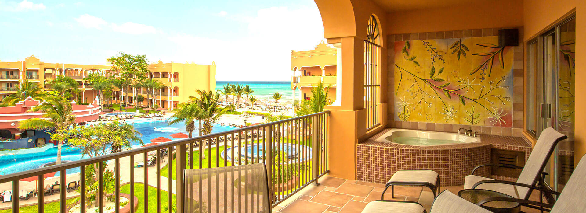 Playa del Carmen beachfront resort with ample suites