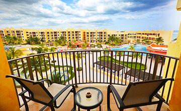 suite en the royal haciendas con balcón